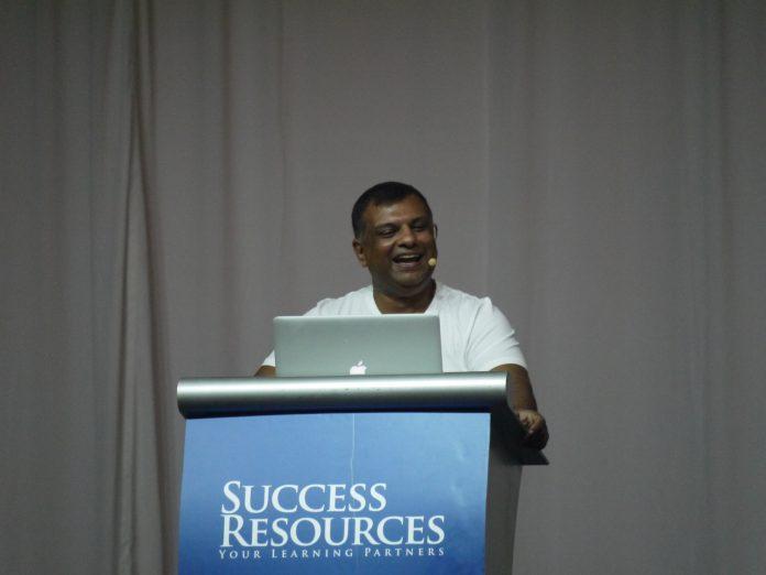 Tony Fernandes Airasia Biogrpahy Singapore